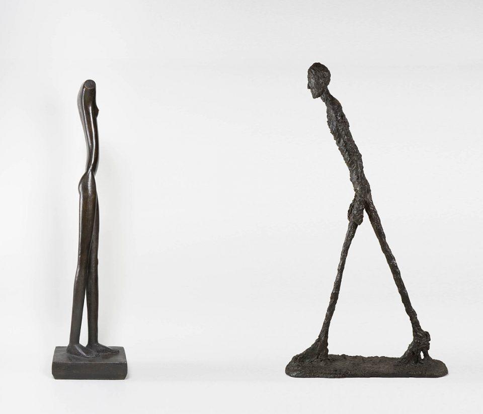 femme et homme qui marchents
